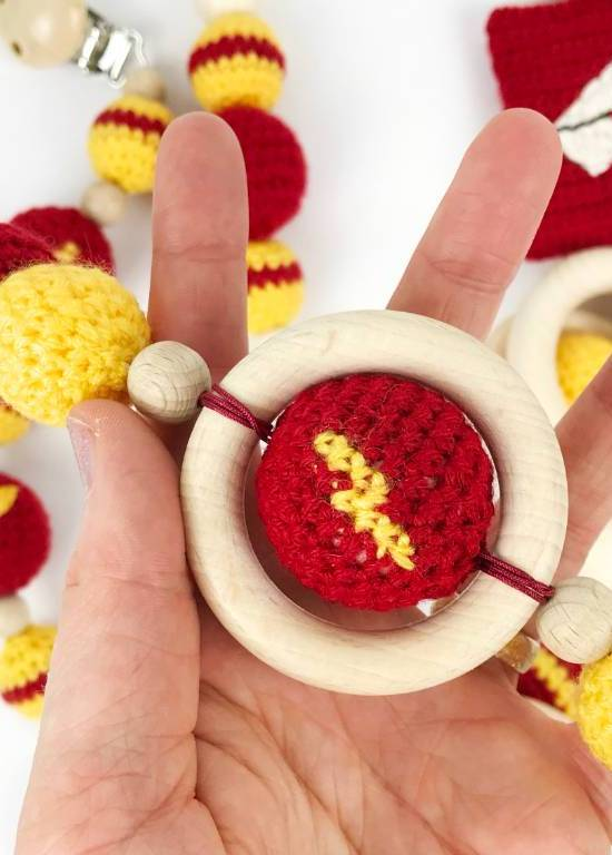 Harry Potter baby clip with lightning bolt crochet bead #harrypotter #babyclip #crochetbead