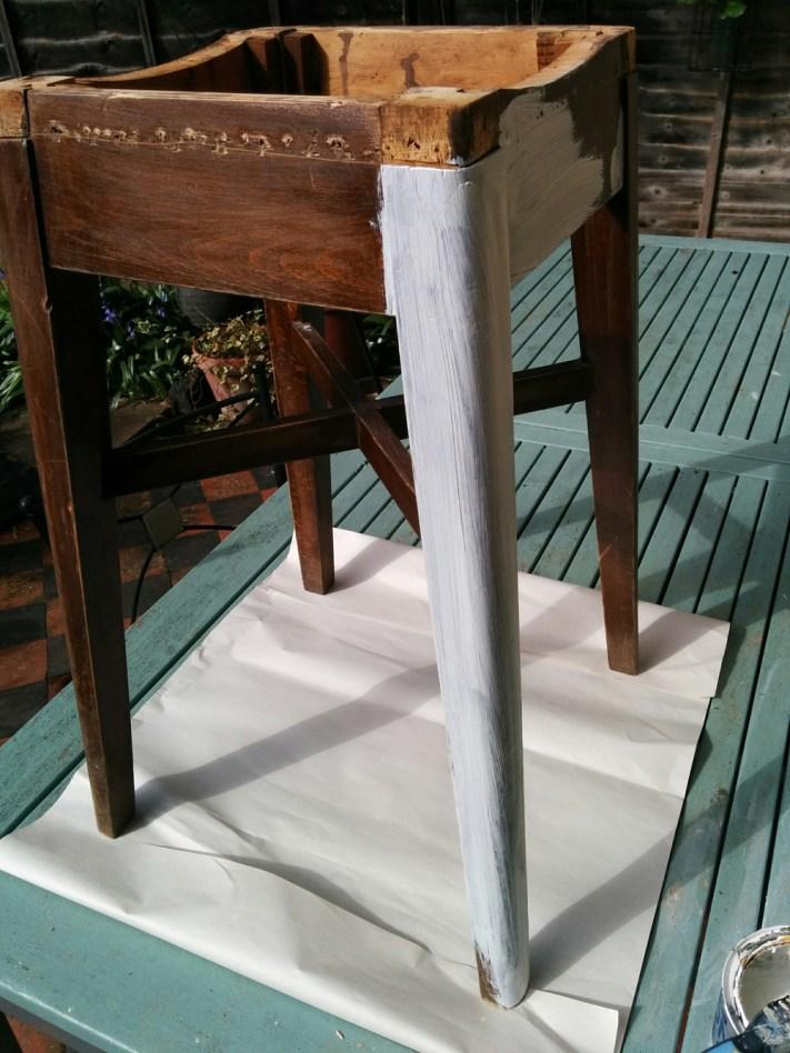 Kitchen stool - undercoat