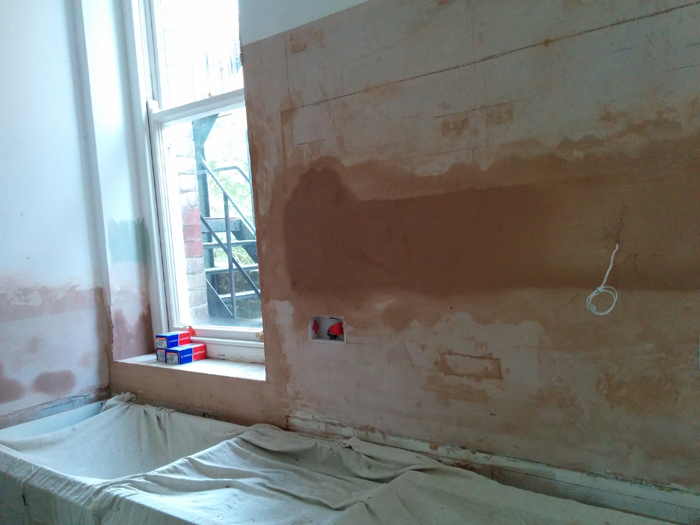 wall between windows, first plaster fix