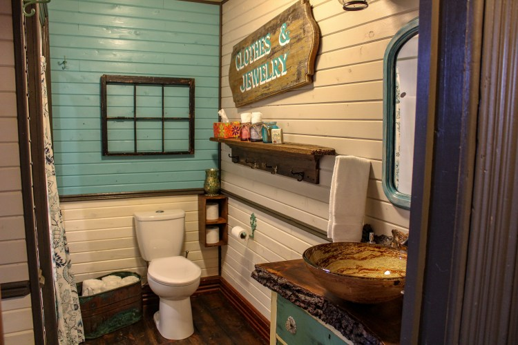 Old Church Cottages - Downstairs Bathroom