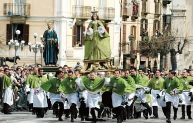 http://www.corrierepeligno.it/index/wp-content/uploads/2014/04/1841_sulmona_aq_la_madonna_che_scappa_in_piazza.jpg