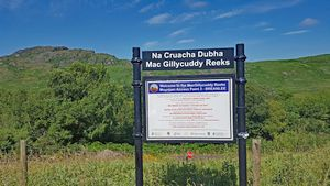 Trailhead sign at the car park in Breanlee. Click to view the full Coomloughra Horseshoe Photo Album
