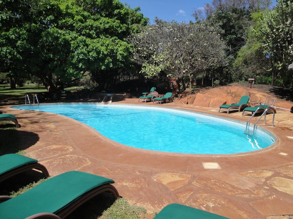 kilaguni-serena-safari-swimming