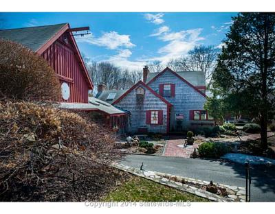 "Showcased Home: 30 Middle Road of ""Christmas in the Barn"" Fame for Sale"