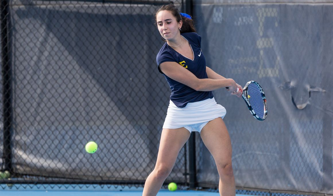 Men's tennis splits weekend matches, women fall again