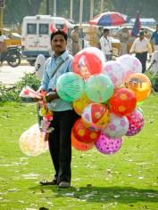 Pirullinen ilmapallokauppias New Delhissä
