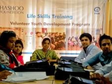 Slummeista yliopistoon päässeet nuoret ovat motivoituneita vapaaehtoistyöntekijöitä omilla kulmillaan. Paras osoitus Planin työn toimivuudesta!