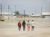 Tuuli lennättää hiekkaa Aralskin raitilla