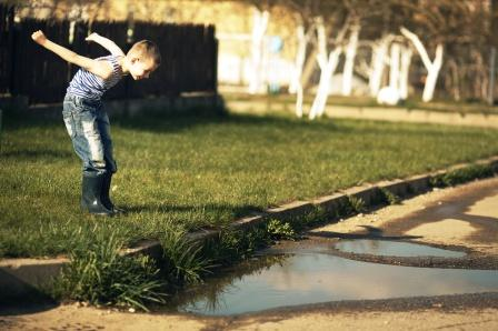 kid playing in dirt