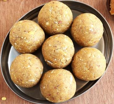 Ayurvedic Wheat Flour Ladoo With Jaggery: Preparation