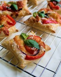 Tomato, Pepper and Herb Puff Squares