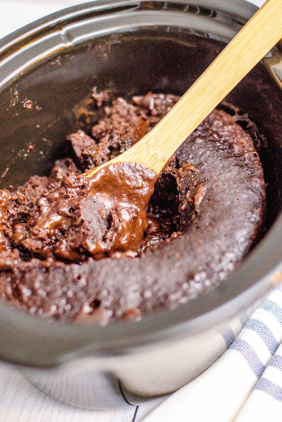 Crockpot Chocolate Lava Cake is what you're gooey chocolatey dreams are made of. It's a simple recipe that's perfect for Valentine's Day or any time. via @easybudgetrecipes