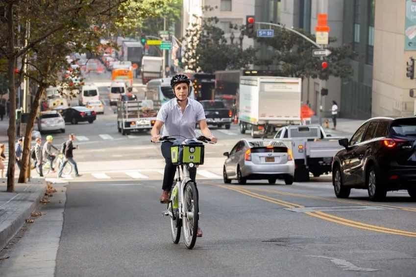 Easy E-Biking - How electric bikes can make cities safer