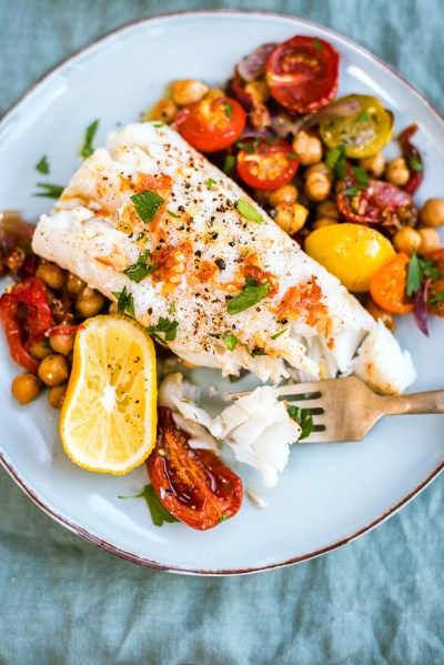 https://www.supergoldenbakes.com/2016/09/one-pan-cod-with-chorizo-and-chickpeas.html