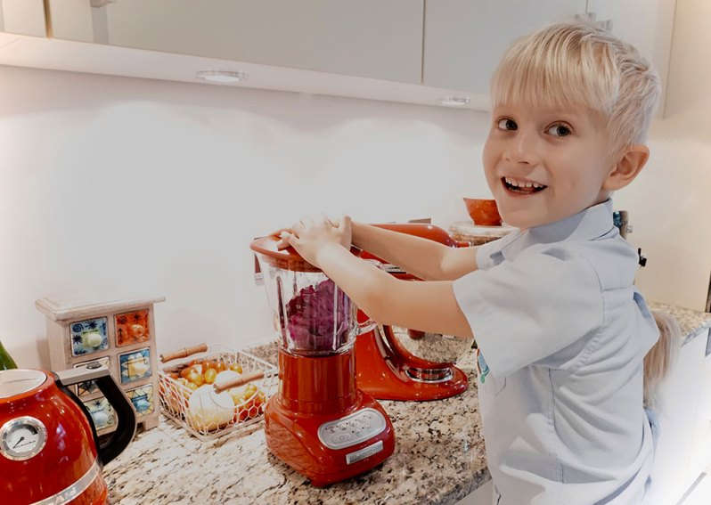 Easy red cabbage science experiment  with my boy