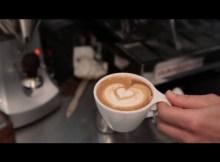 Wie man einen Cappuccino macht - Perfekter Kaffee (VIDEO)