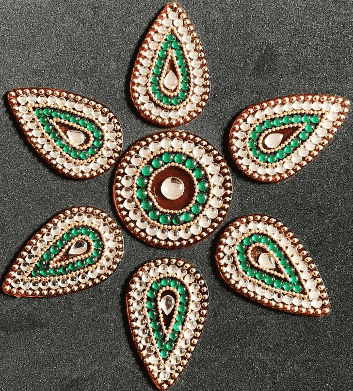Alluring Acrylic Rangoli
