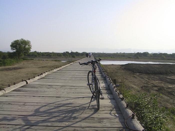 流れ橋とも呼ばれる上津屋橋