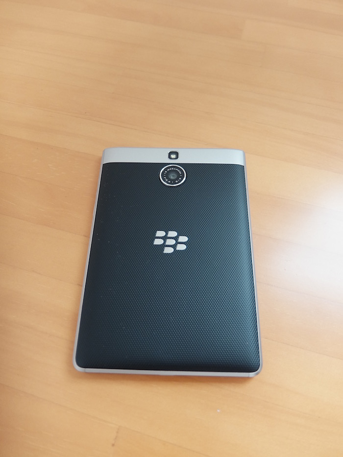 BlackBerry Passport Silver Edition カメラ側