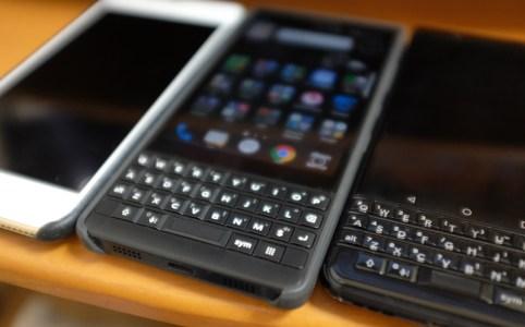 BlackBerry KEY2 使っています
