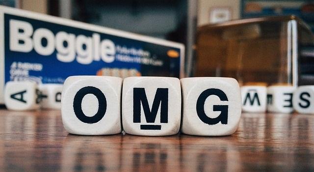 Informácie v anglickom skrátení. Slang - textové skratky v angličtine s  prekladom a príkladmi: wtf, omg, brb, lol a iné