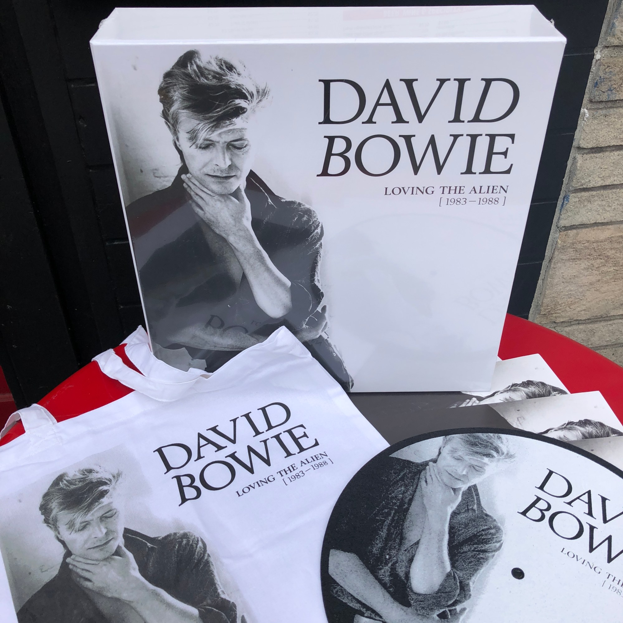 hight resolution of david bowie loving the alien 1983 1988 is the fourth in a series of box sets spanning his entire career from 1967 is out today available in both cd and
