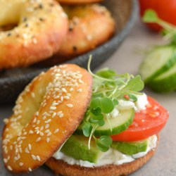 This Keto Veggie Bagel Sandwich has just 5 net carbs and tons of fresh vegetables on a perfectly toasted bagel! This is the perfect light, low carb lunch!