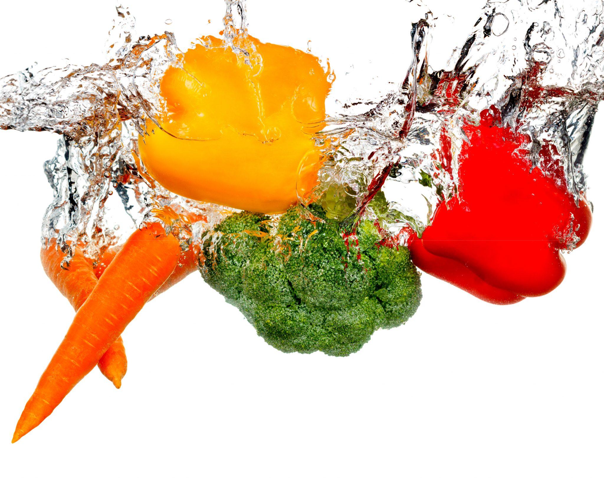 水に浸っている野菜