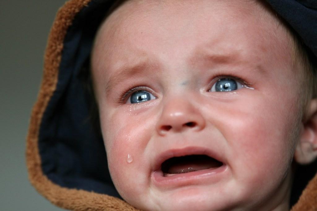 赤ちゃんが泣いている