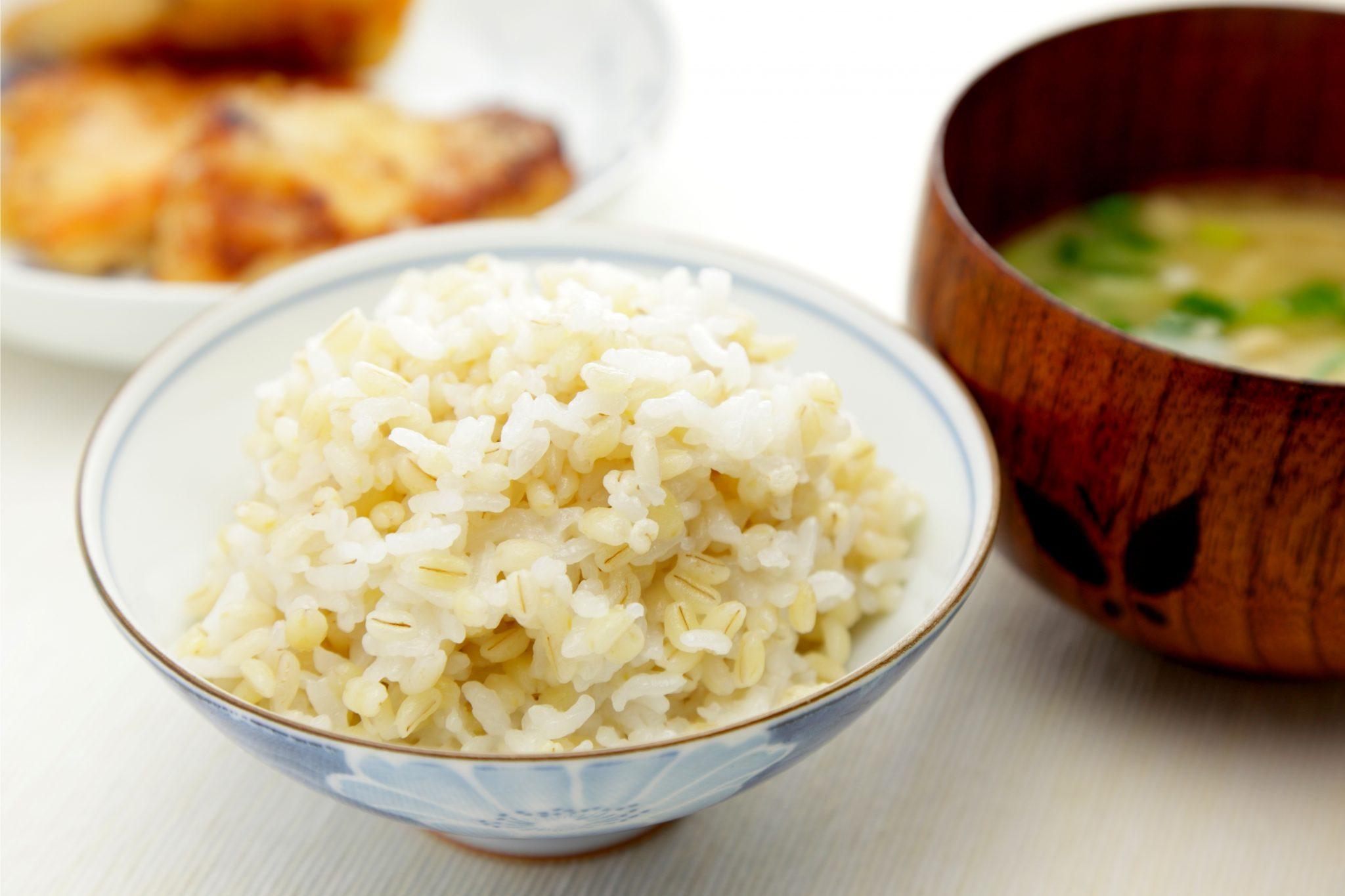 もち麦と味噌汁