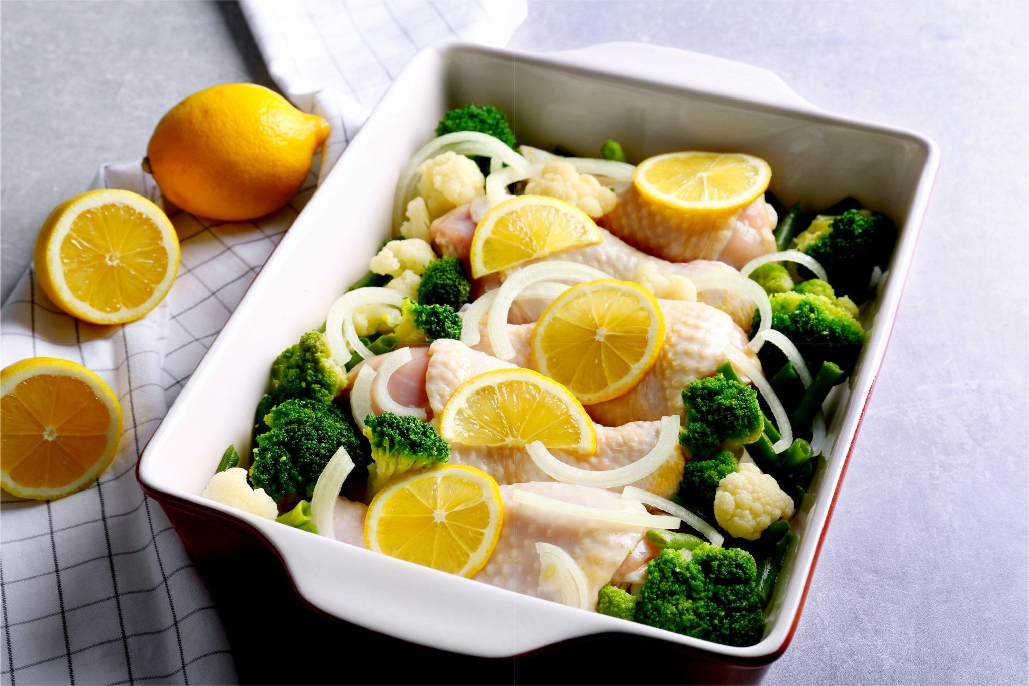 ブロッコリーとレモンを使った鶏肉料理