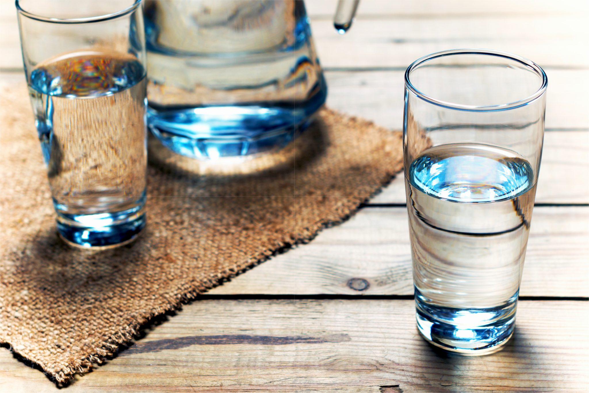 グラスに注いだ水