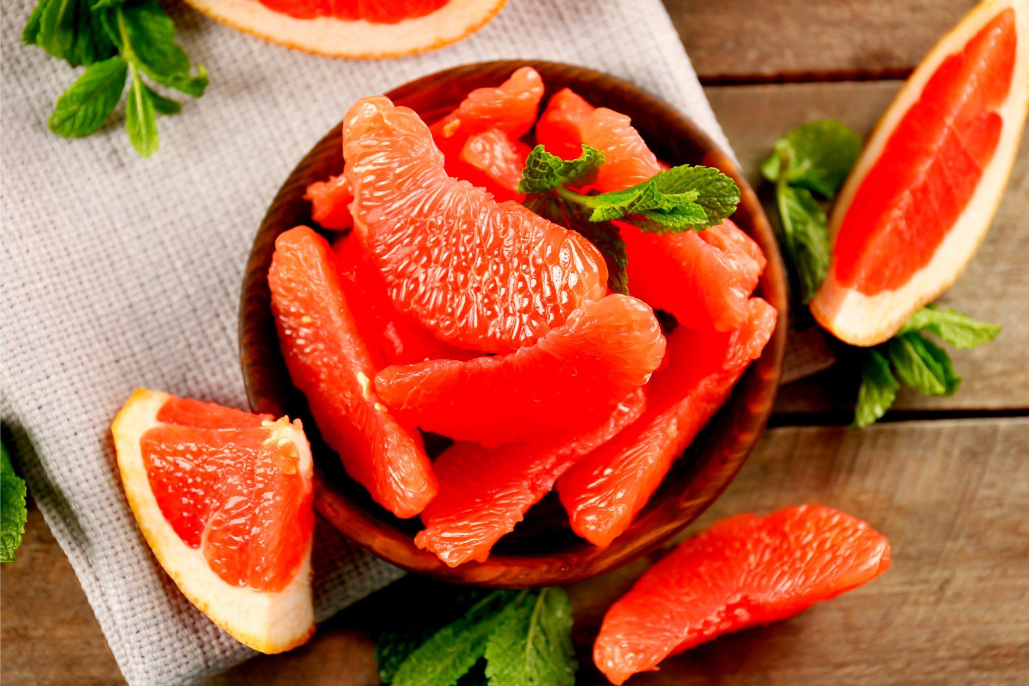 剥いたグレープフルーツ