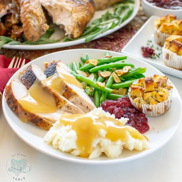 plate of gluten free thanksgiving food