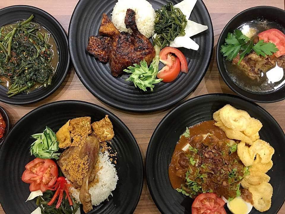 budget halal food - bebek goreng