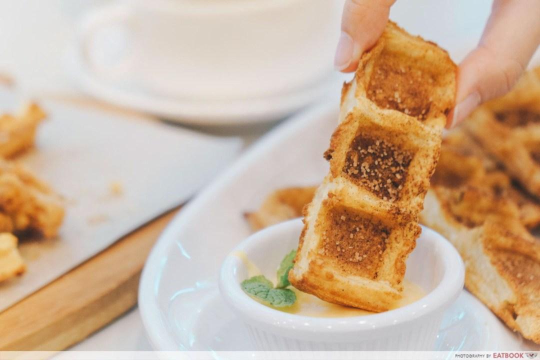 Cluck Cluck - Waffle churro dip