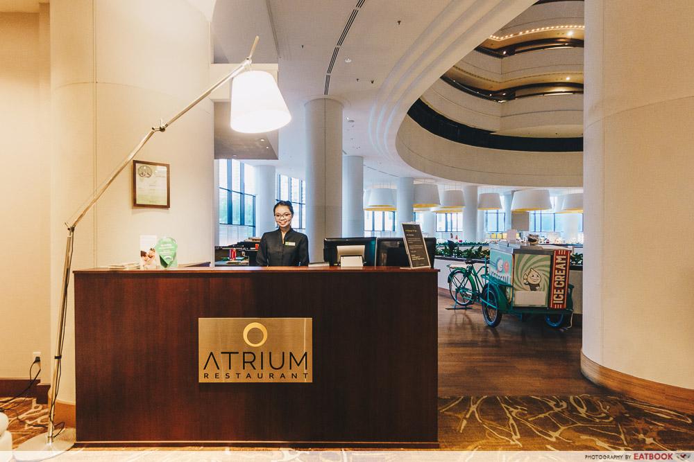 Holiday Inn Singapore Atrium Restaurant host