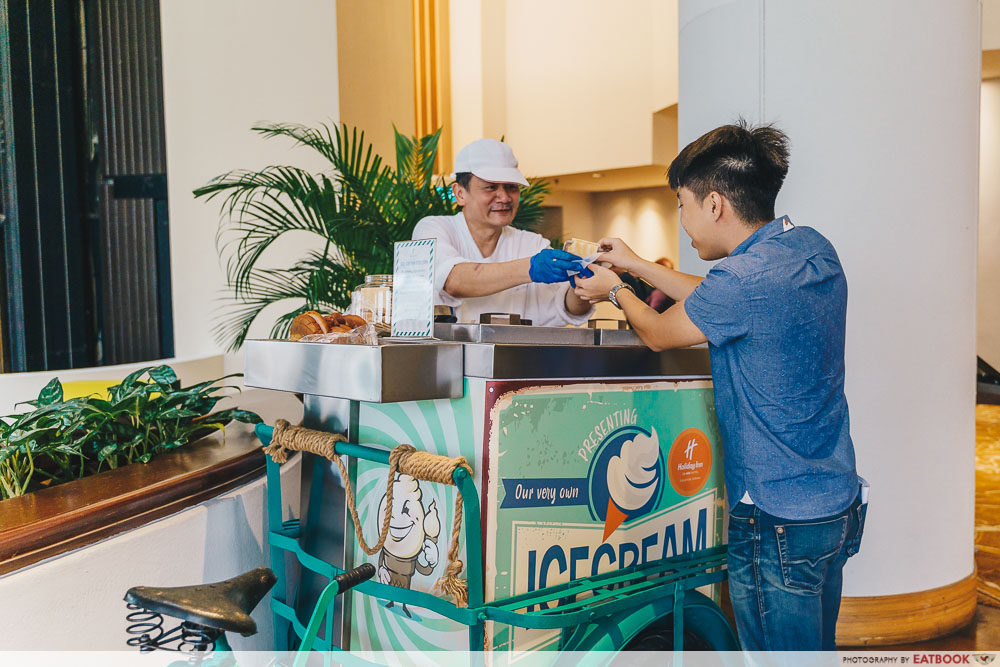 Holiday Inn Singapore Atrium Restaurant ice cream station