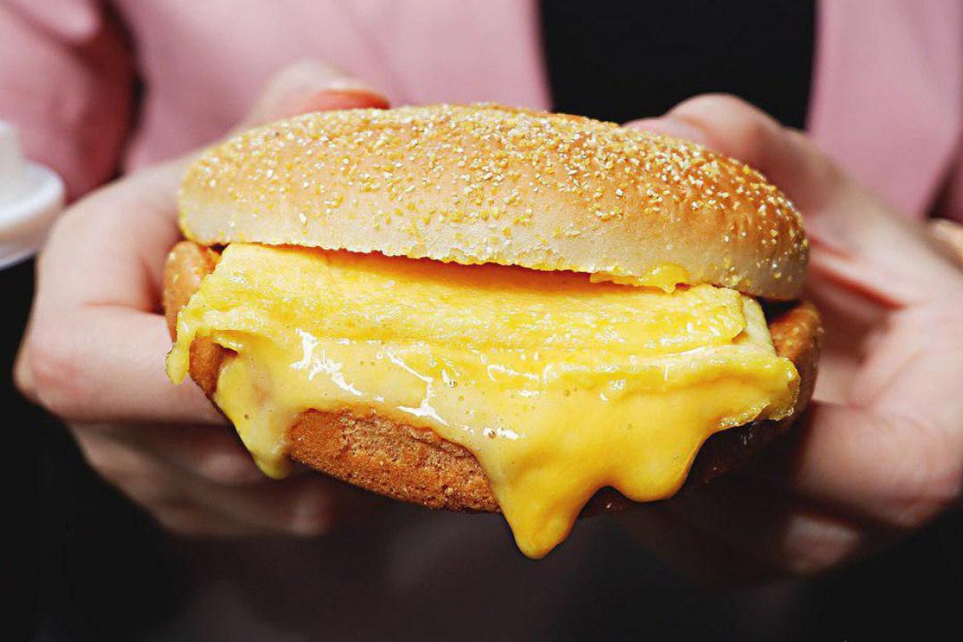 Cheesy Egg Bun