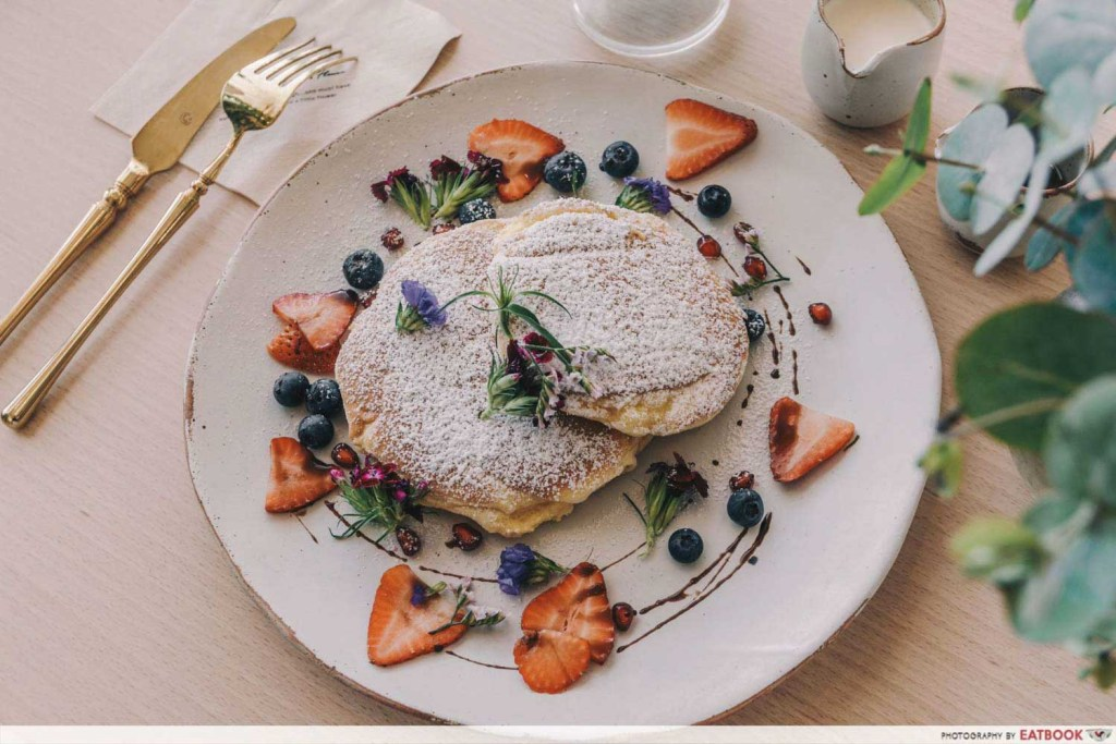 Pet-Friendly Cafe - Cafe de Nicole's Flower food