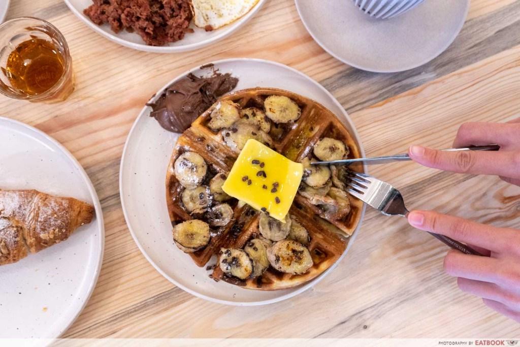 Komma Social Cafe waffles