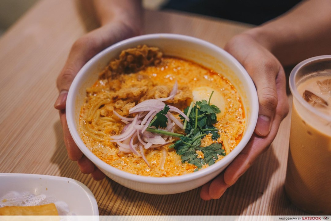 Inle Myanmar Restaurant -Curry noodle with chicken intro shot