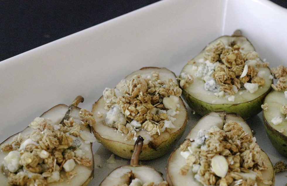 Super easy holiday entertaining recipe for baked pears with gorgonzola and granola