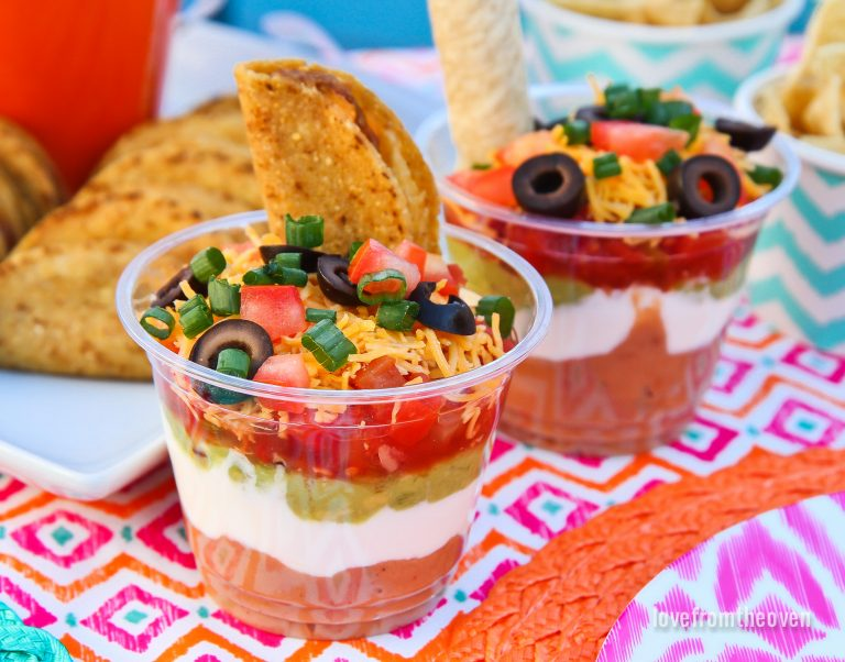 Seven Layer Dip Cups \ 7 layer dip cups \ Cinco de Mayo recipes