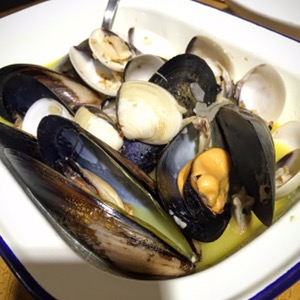 Mixed Mussels and Clams Pot