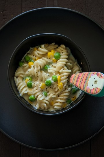 Creamy Pasta with peas and corn 4