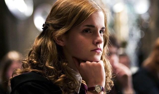 Hermione con la mente assorta nei pensieri