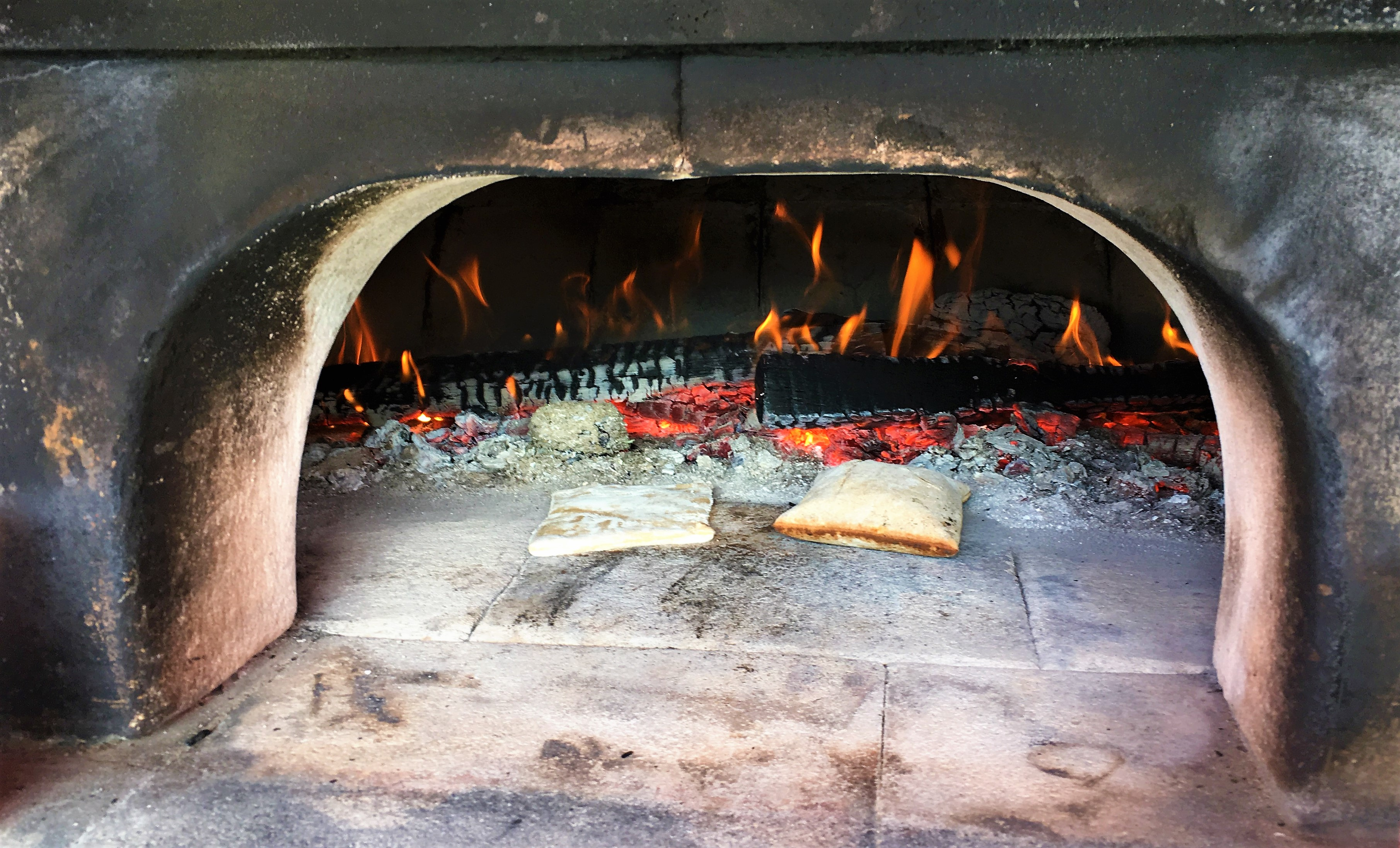 Fouée: Wood oven baked bread