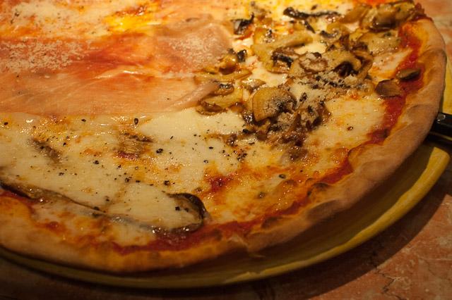 Mezzaluna Pizza  Eating Ankara