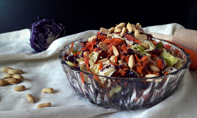 Mixed salad with nuts